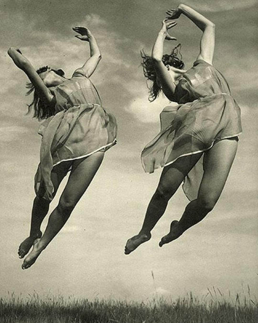 dancers by Adolph de Meyer
